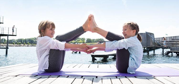 Yoga for børn skaber balancer og ro til at gro som familie og individuelt