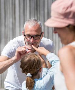 Børneyoga lærer sammen med familien skaber ro til at gro